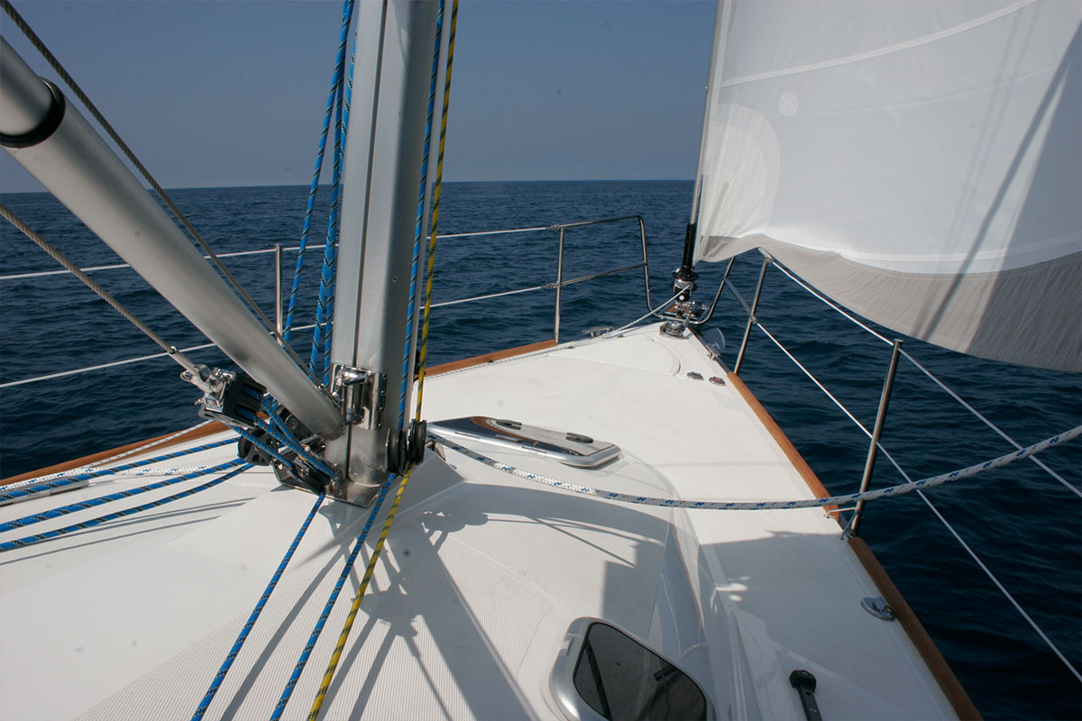 MODERN EQUIPMENT FOR COMFORTABLE SAILING