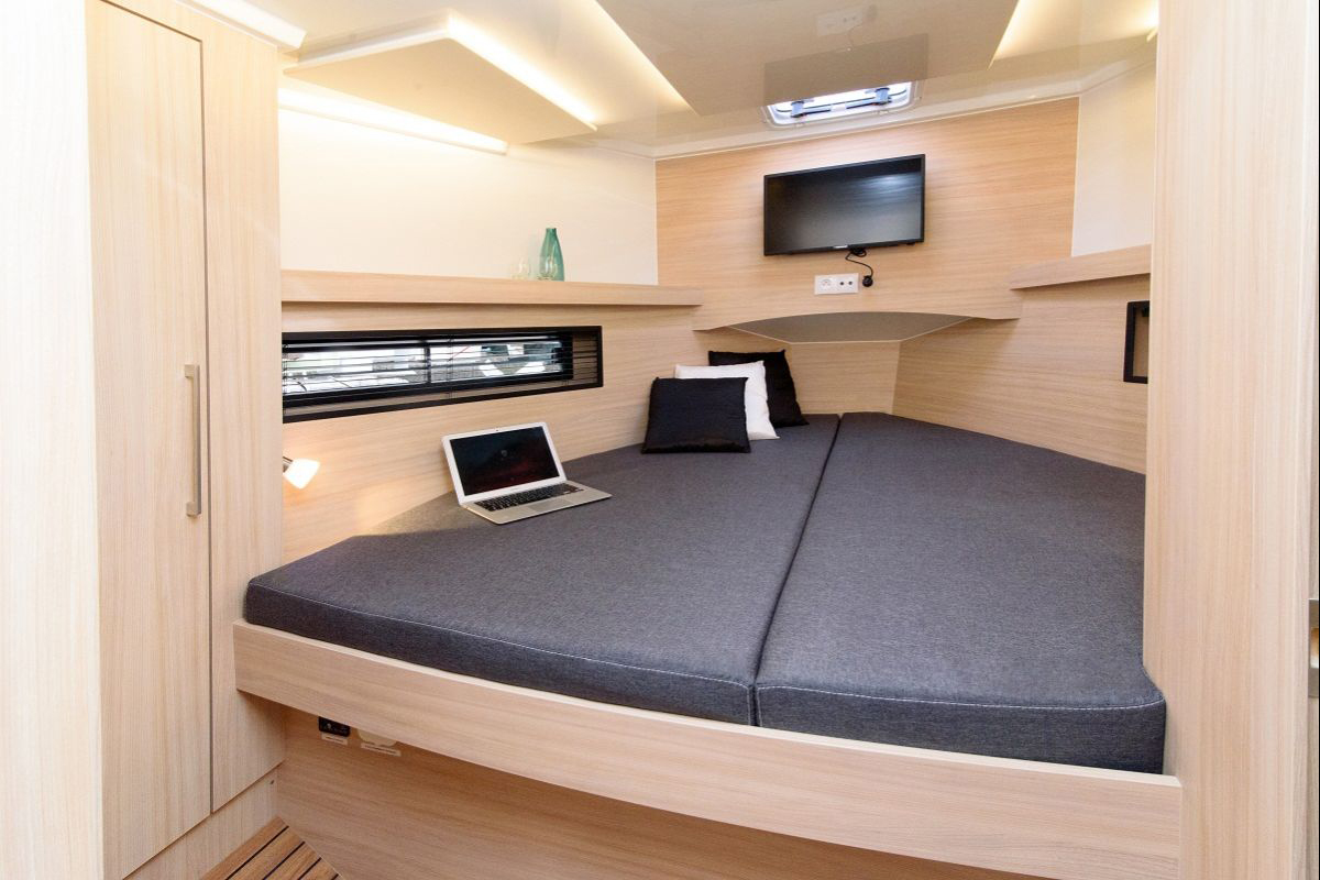 MAIN CABIN WITH A COMFORTABLE BUNK, LARGE WARDROBE AND PRACTICAL STORAGE COMPARTMENTS